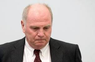 Bayern Munich's Uli Hoeness admits to evading taxes