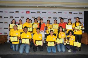 soha ali khan announces anagha sethuraman as india's spelling champ of classmate spell bee 2014